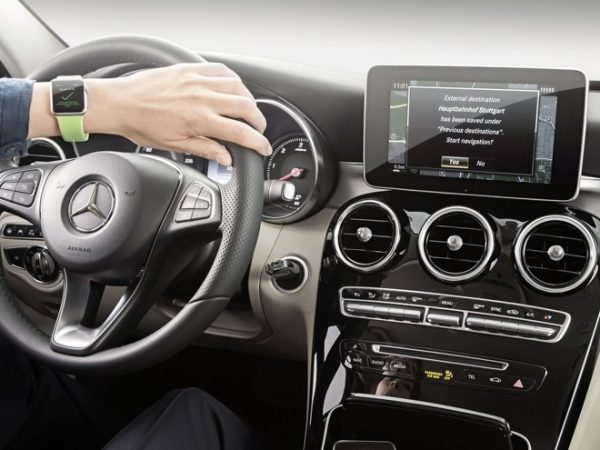 mercedes-benz-prepare-une-app-pour-lapple-watch-et-audible-ajoute-le-support-carplay_2