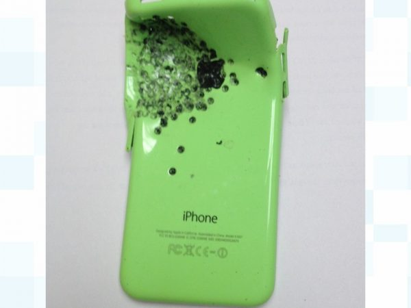 un-homme-survit-a-une-tentative-de-meurtre-par-arme-a-feu-grace-a-un-iphone-5c