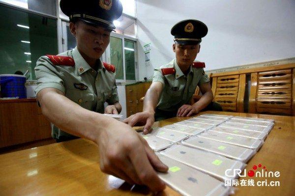 vol-de-18-iphone-6-plus-caches-dans-un-cadre-de-velo-dans-lusine-de-production-a-shenzhen
