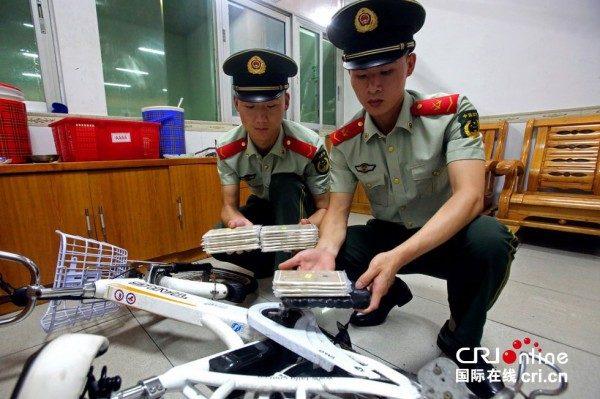 vol-de-18-iphone-6-plus-caches-dans-un-cadre-de-velo-dans-lusine-de-production-a-shenzhen_3