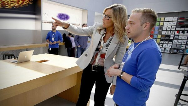 angela-ahrendts-confirme-en-video-la-vente-dapple-watch-en-apple-store