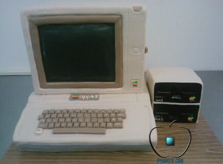 un-apple-ii-en-guise-de-gateau-de-mariage-photos