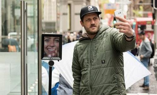 insolite-un-robot-de-telepresence-pour-etre-sur-davoir-un-iphone-6s-demain_2