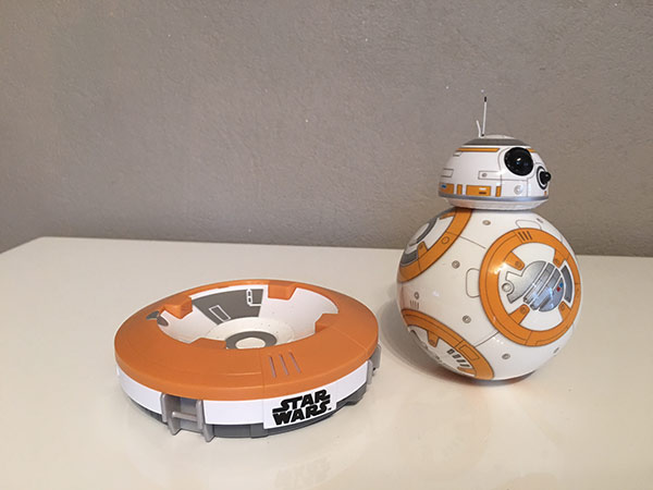 id e cadeau no l le bb 8 de star wars pisode vii commander avec votre iphone. Black Bedroom Furniture Sets. Home Design Ideas