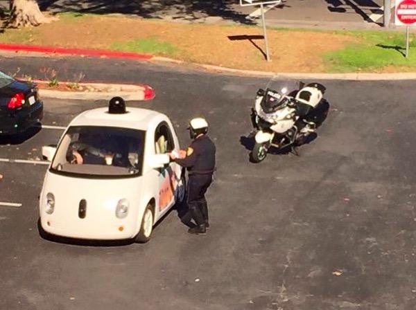 insolite-arrestation-dune-google-car-sans-chauffeur-par-la-police-americaine
