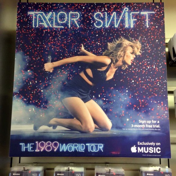 taylor-swift-placardee-dans-les-apple-store_4