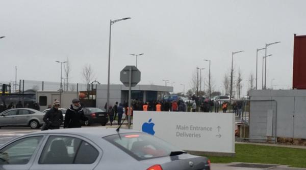 irlande-4000-employes-apple-evacues-suite-a-une-alerte-a-la-bombe-a-cork