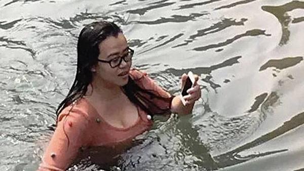 elle-risque-sa-vie-en-plongeant-dans-un-lac-gele-pour-sauver-son-iphone-5_2