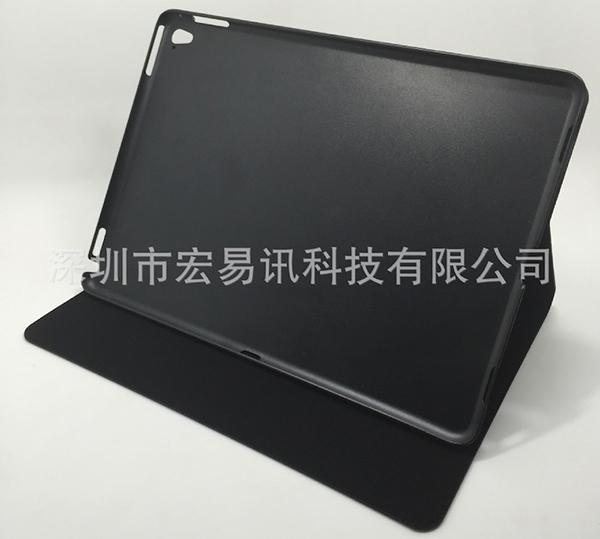 ipad-air-3-sa-coque-devoile-la-presence-de-quatre-haut-parleurs-du-flash-arriere-et-du-smart-connector_1