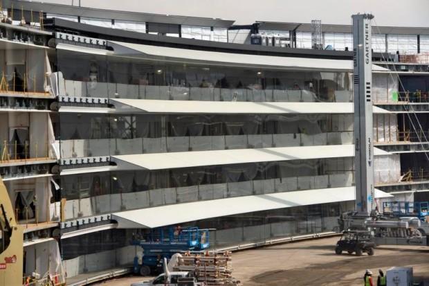 le-campus-2-dapple-commence-a-shabiller-avec-denormes-vitres-10