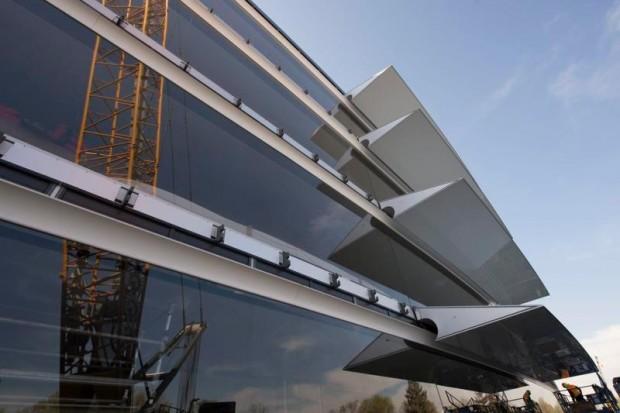 le-campus-2-dapple-commence-a-shabiller-avec-denormes-vitres_8