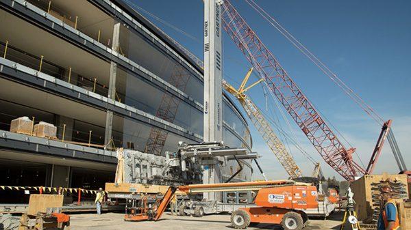 campus-2-le-theatre-recoit-un-toit-de-42-metres-pesant-80-tonnes_3