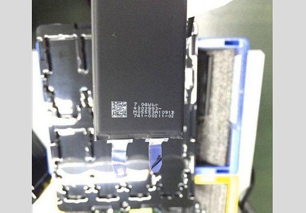 iphone-7-premiere-photo-de-batterie-fuite_2
