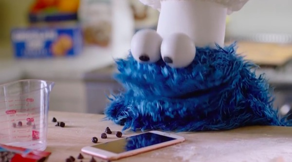 apple-devoile-les-coulisses-du-spot-pub-avec-cookie-monster