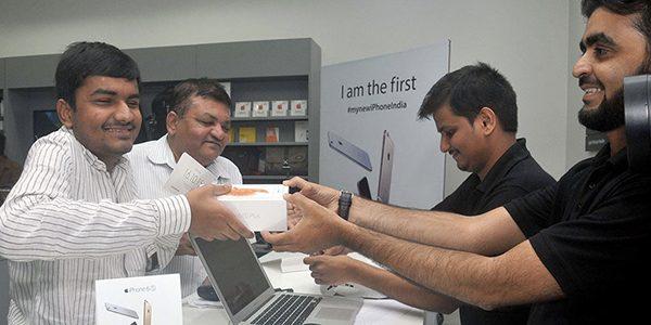inde-le-gouvernement-exige-un-bouton-panic-sur-tous-les-iphone-en-2017