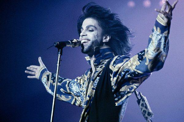 prince-plusieurs-hommages-et-sa-musique-au-sommet-des-charts-sur-itunes