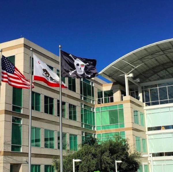 un-drapeau-pirate-au-campus-dapple-pour-ses-40-ans