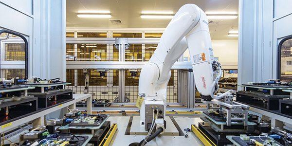 foxconn-sest-separee-de-moitie-de-employes-robots