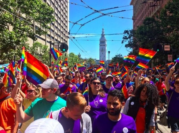 apple-a-offert-un-bracelet-apple-watch-a-leffigie-de-la-gay-pride-de-san-francisco