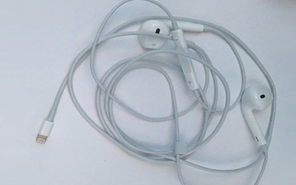 iphone-7-des-earpods-lightning-fournis-avec-un-adaptateur-mini-jack