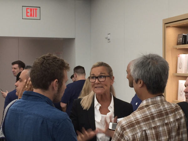 inauguration-10e-apple-store-new-yorkais-angela-ahrendts