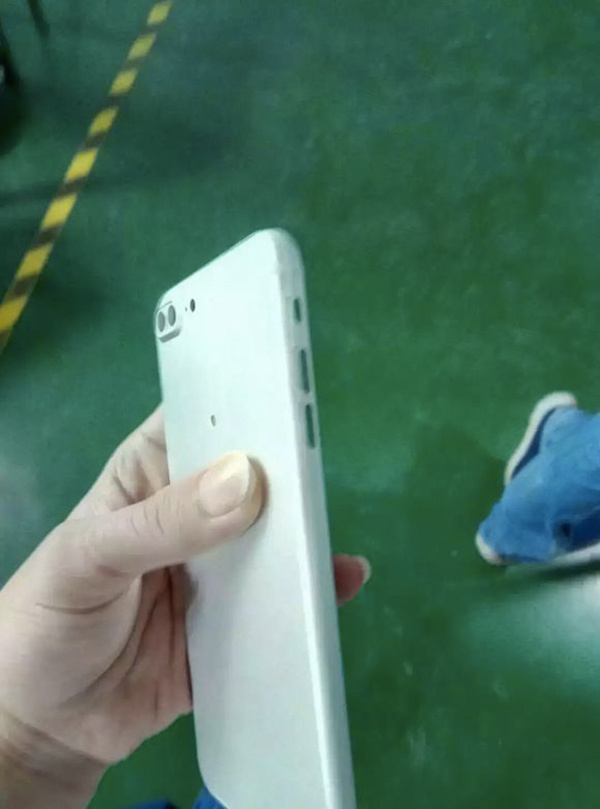 iphone-7-plus-de-nouvelles-photos-dun-prototype-provenant-de-foxconn_4