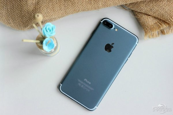 iphone-7-plus-version-bleue-nuit-allumee-fuite-web_6