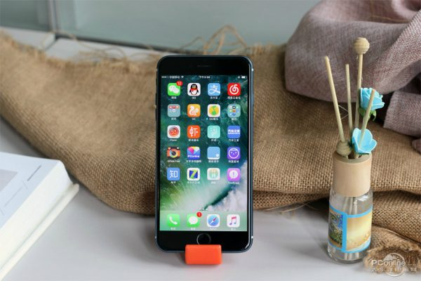 iphone-7-plus-version-bleue-nuit-allumee-fuite-web_7
