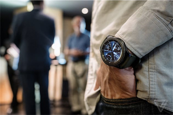samsung-leve-voile-montre-gear-s3-tres-tres-robuste_1