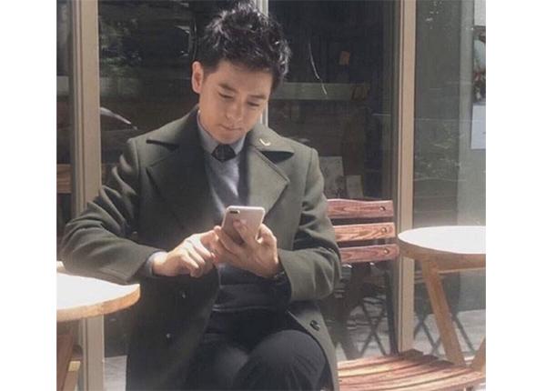 serait-vrai-iphone-7-plus-mains-chanteur-jimmy-lin