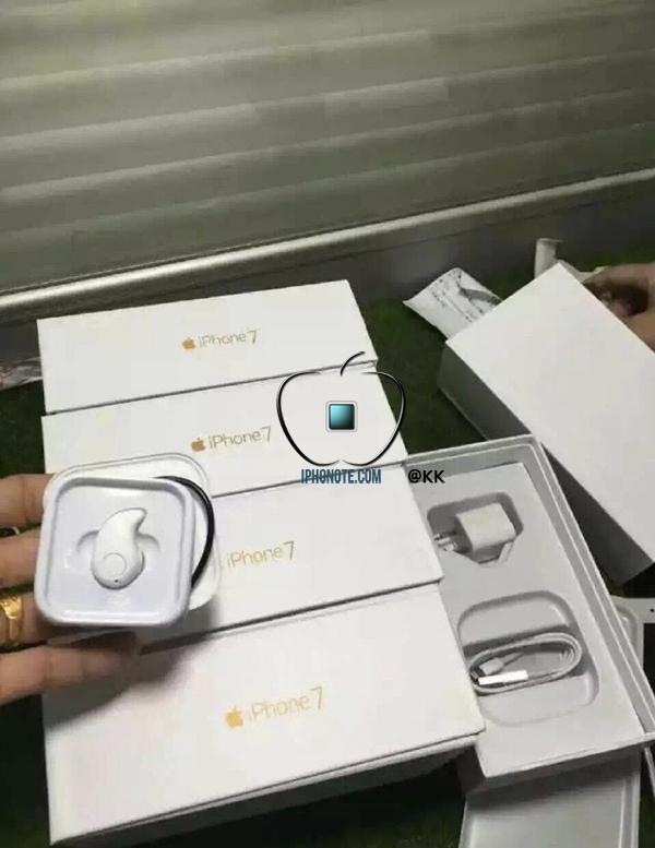 iphone-7-7-plus-nouvelles-fuites-des-airpods-dans-la-boite-et-des-ecrans_2