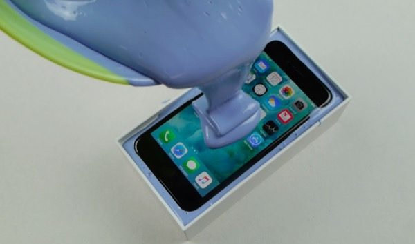 iphone-7-survivra-t-il-a-une-immersion-dans-du-silicone-video