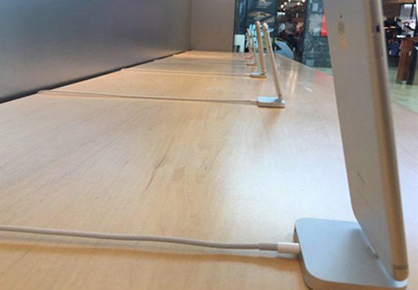 kill-switch-apple-a-trouve-une-astuce-pour-eviter-les-vols-diphone-en-apple-store