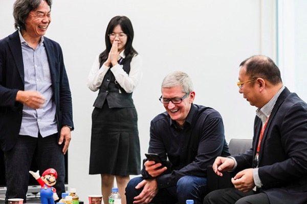 tim-cook-rencontre-shigeru-miyamoto-a-meme-jouer-a-super-mario-run