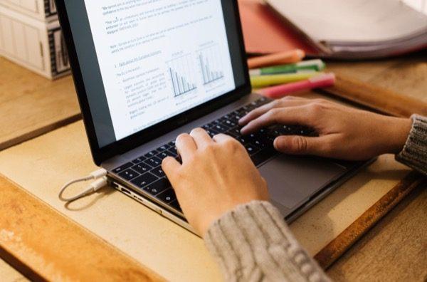 line-dock-une-station-portable-avec-plein-de-bonnes-choses-pour-votre-macbook