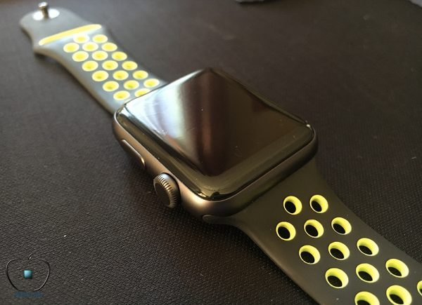 presentation-de-protection-decran-apple-watch-2-1-invisibleshield-hd