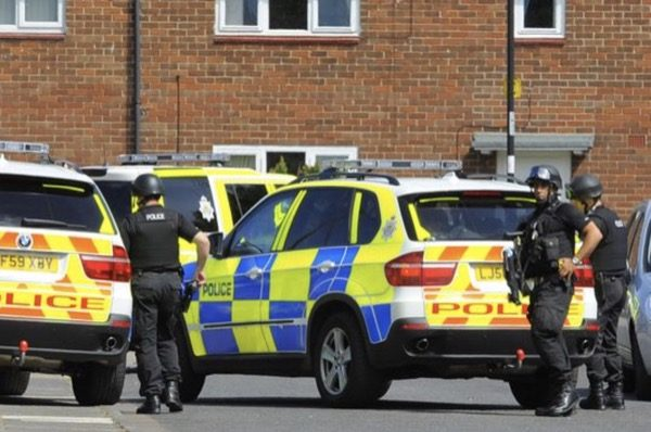 royaume-uni-quand-la-police-joue-les-voleurs-diphone-pour-contourner-sa-securite