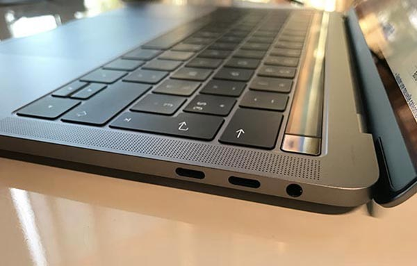macbook pro touch bar notre carte m re n 39 aura tenu que 3 mois. Black Bedroom Furniture Sets. Home Design Ideas