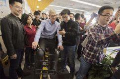 Tim Cook en visite en Chine pour conquérir le marché local.