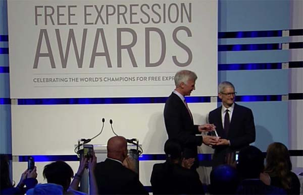 Tim Cook a reçu le prix Newseum pour la liberté d'expression