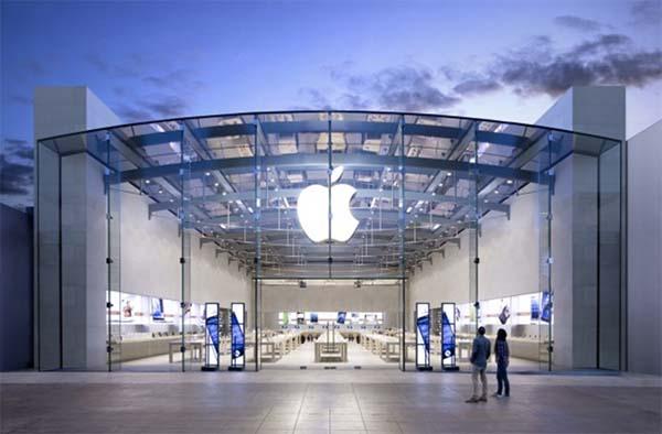 Apple : plus de 800 milliards de dollars en capitalisation boursière !