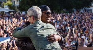 #GAAD, Stevie Wonder en concert sur le campus d'Apple