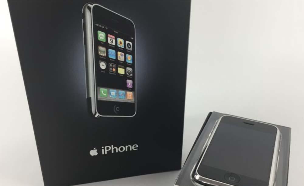 Après 10 ans, un collectionneur a toujours la poche originale du premier iPhone
