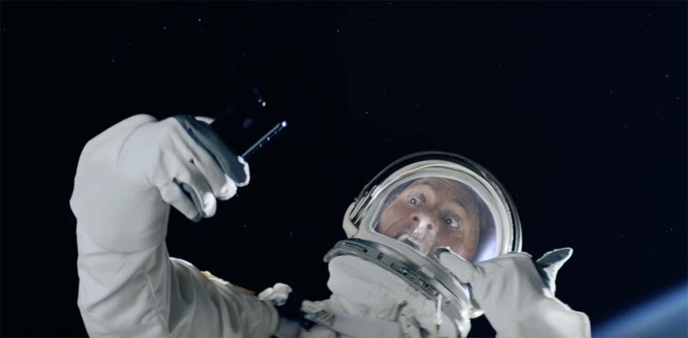 Apple publie trois nouvelles publicités avec The Rock en vedette