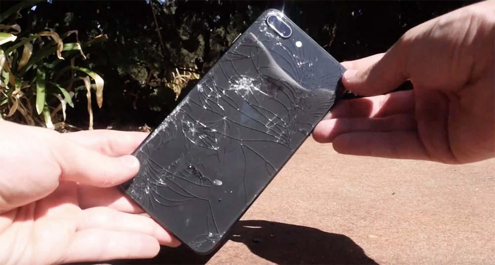 iPhone 8 / 8 Plus : une seule chute suffit à briser la glace !