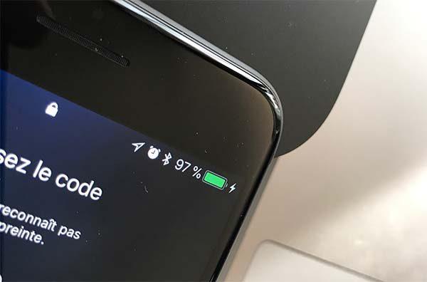 iphone 8 plus la recharge sans fil fonctionne bien avec des docks tiers. Black Bedroom Furniture Sets. Home Design Ideas