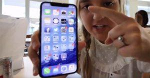 Un ingénieur Apple autorise sa fille à filmer l'iPhone X sur le Campus et se fait remercier !