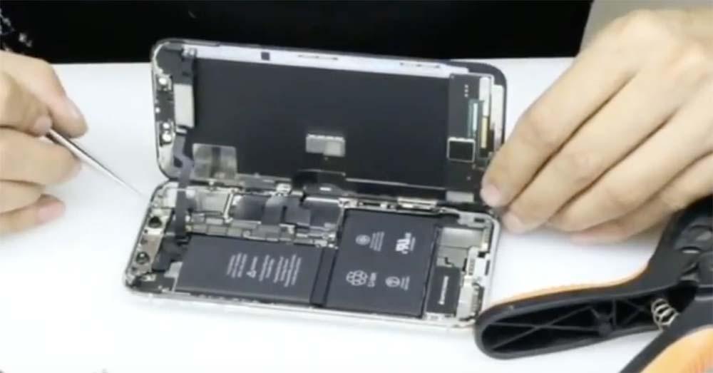 Démontage iPhone X : une double batterie en L et une carte mère plus petite