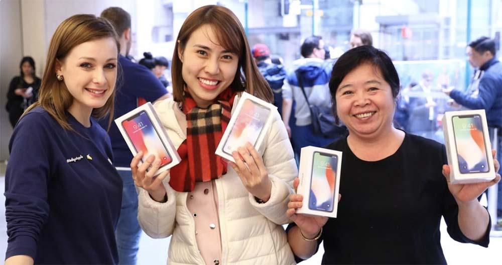 iPhone X : certains Apple Store sont ouverts, et Tim Cook remercie les premiers clients