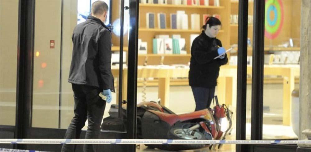 Londres : 5 scooters-béliers ont défoncé la vitrine de l'Apple Store Regent Street